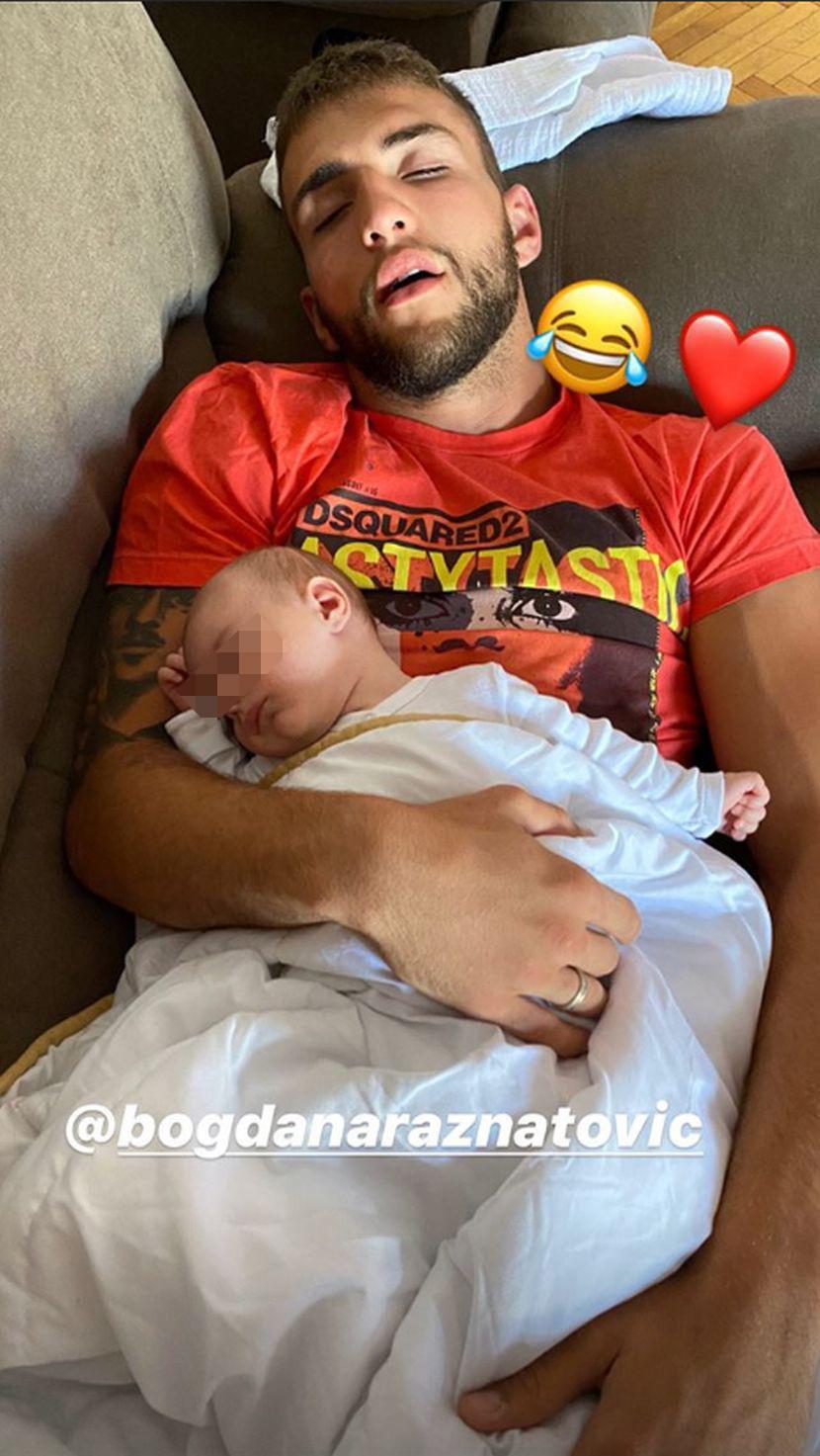 Najslađa Veljkova slika sa sinom Željkom: Obojica zaspali u krevetu, Bogdana ih krišom snimila