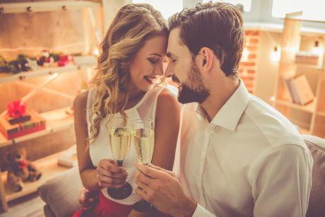 Romantika, Božić, ljubav, vino, izlazak, zaljubljeni par, šampanjac