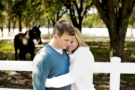 Čovek žena ljubav par zagrljaj
